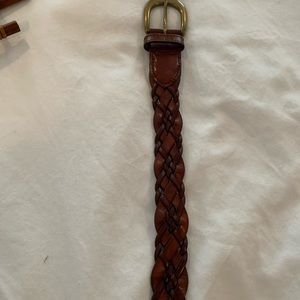 Braided brown leather belt. M